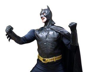 バットマンのコスプレを着たモデル