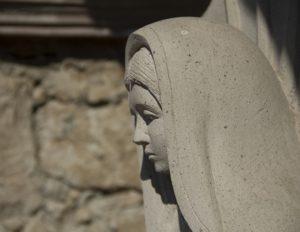 聖母マリアの彫刻