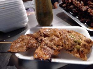ボヘミオ公園の屋台の鶏肉