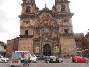 アルマス広場前にあるクスコ大聖堂(La Cathedral de Cusco)