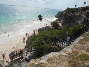 トゥルム遺跡からビーチへの階段