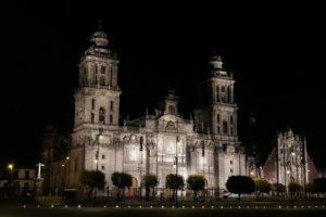 夜のメトロポリタン大聖堂
