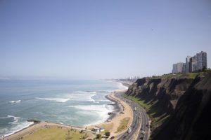 ミラフローレス地区の海岸線