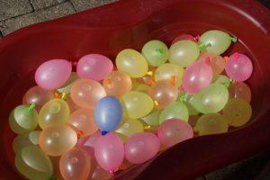 水かけ祭りの水風船