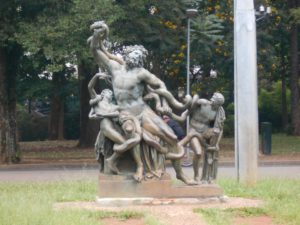 イビラプエラ公園内の彫刻