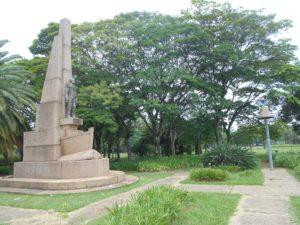 イビラプエラ公園内のモニュメント