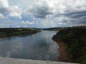ブラジルとパラグアイの国境を流れるパラナ川
