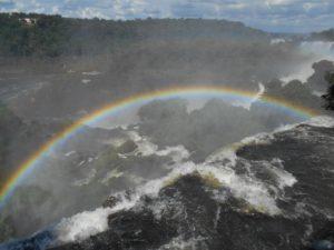 虹のかかったイグアス国立公園