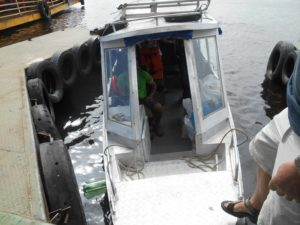 マナウスの港からジャングルへ移動する船