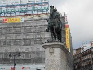 プエルタ・デル・ソルにある「カルロス3世の騎馬像」
