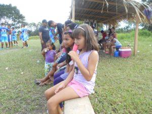 ジャングルに住む子供たち