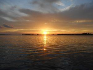 アマゾン川の夕陽