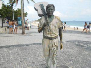 イパネマビーチのアントニオ・カルロス・ジョビン像
