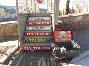 タホ川にかかる「FLY TOLEDO」