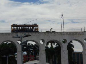 カリオカ水道橋を走る路面電車
