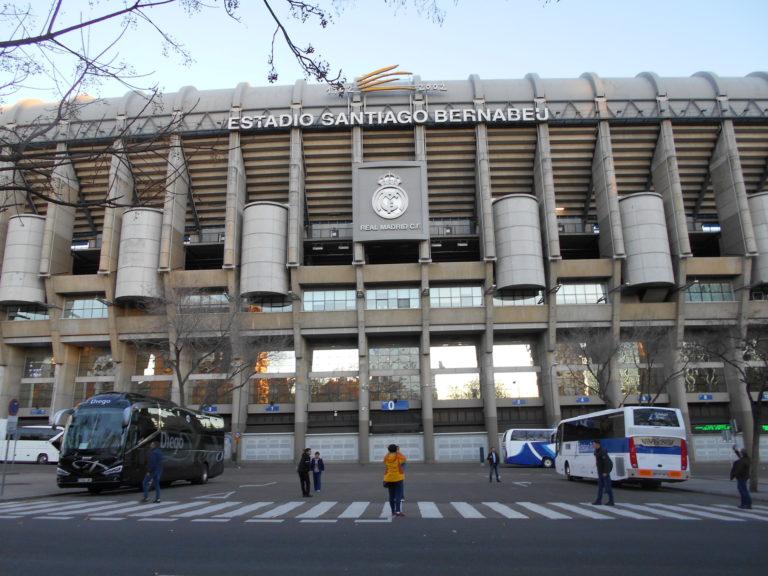 マドリードのサッカー場「エスタディオ・サンティアゴ・ベルナベウ」
