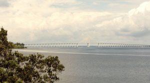 マナウスの「ネグロ川大橋」