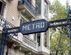 バルセロナ市内の地下鉄入口