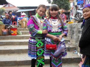 花モン族の少女たち