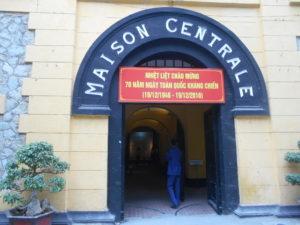 ホアロー収容所入口