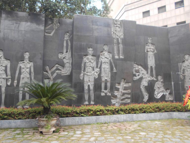 ホアロー収容所の壁画