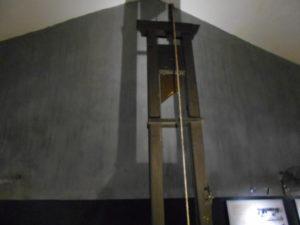 ホアロー収容所のギロチン台
