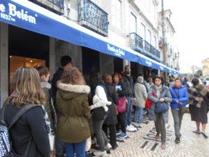 パスティス・デ・ベレンに並ぶ行列