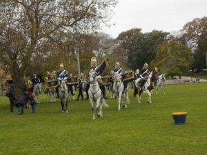 パレードの練習をしている騎馬隊