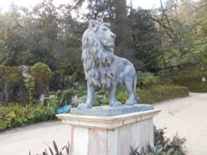 レガレイラ宮殿内の像