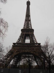 雨のエッフェル塔