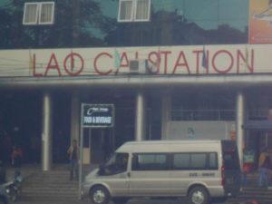 ラオカイ駅からサパまで行くバン