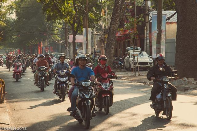 交通量が激しいホーチミンの道路