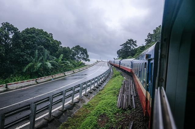 ダナンを走るベトナム南北統一鉄道