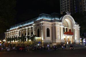夜のオペラハウス(市民劇場)