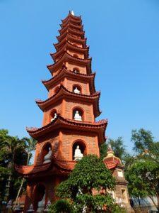 赤い八角形の塔
