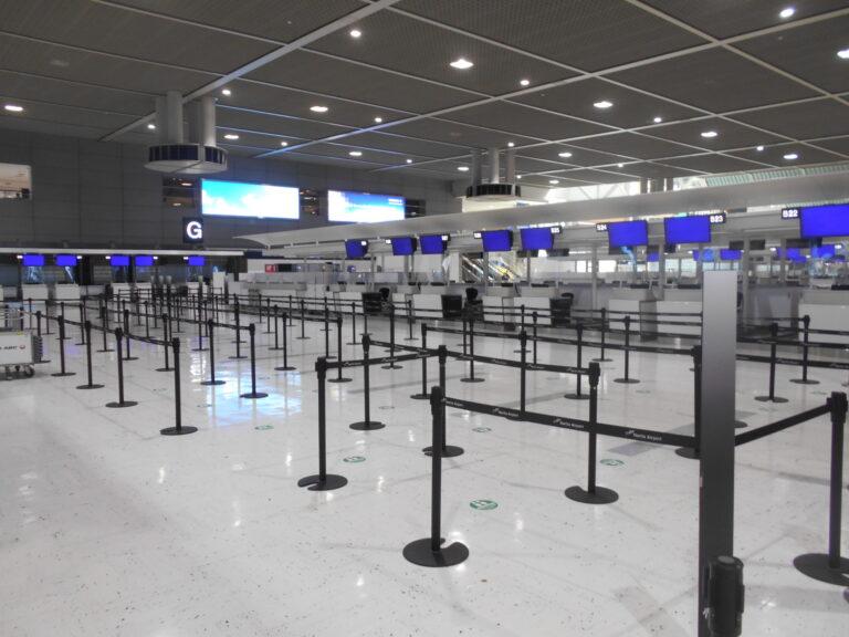 人のいない成田国際空港第2ターミナル