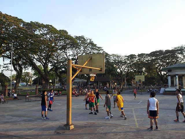 フィリピンのあちこちで見られるバスケットボールの風景