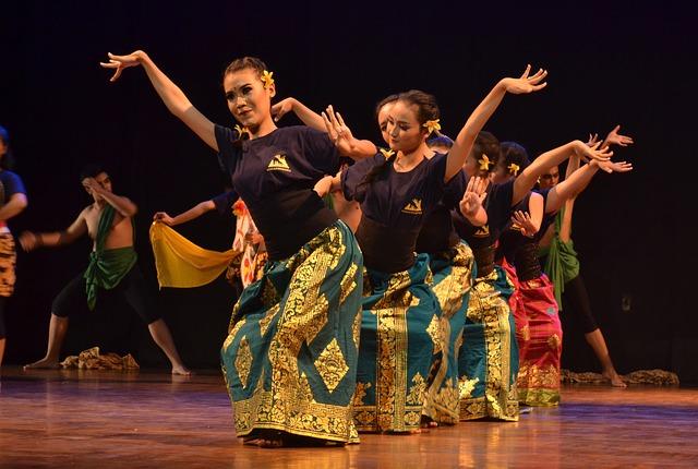 伝統舞踊の練習風景