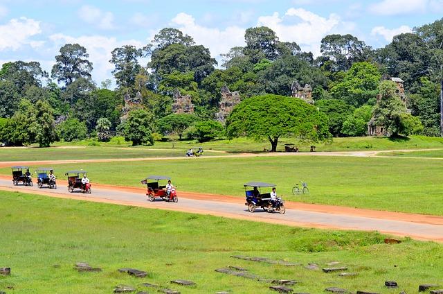 カンボジアの移動手段「トゥクトゥク」