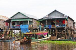 水上集落の「クルージング船」