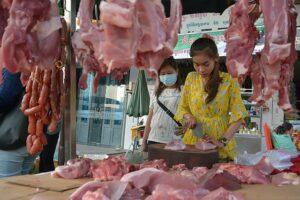 炎天下で売られている肉