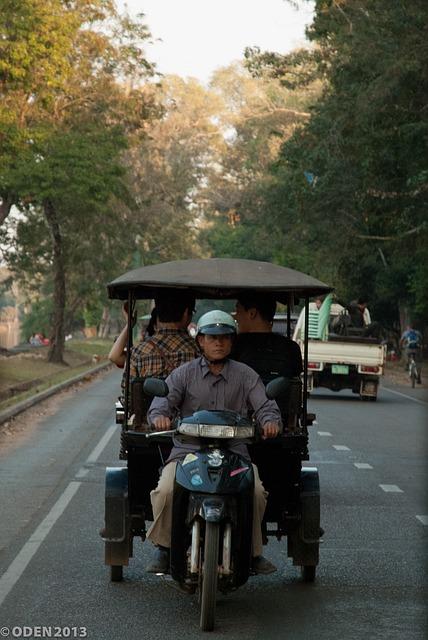 カンボジアの「トゥクトゥク」