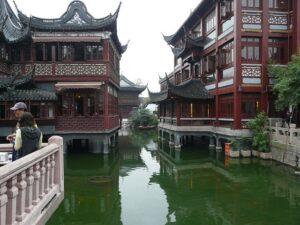 湖心亭周辺の「九曲橋」