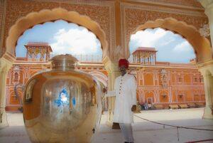 ディワニ・アームの銀の壺