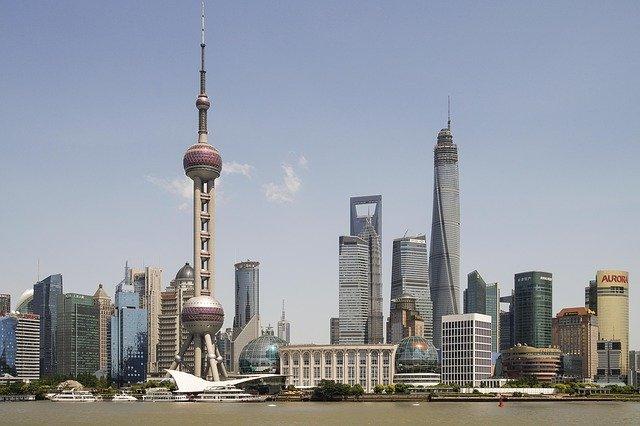 上海東方明珠電視塔と超高層ビル群