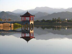 美濃湖に浮かぶ「福德祠」
