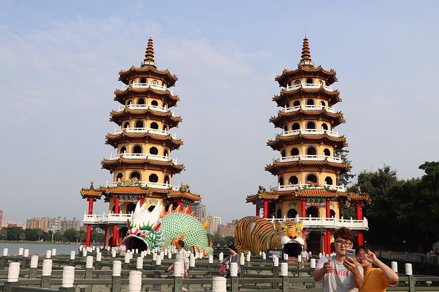 蓮池潭のパワースポット「7重の塔」