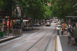 メルボルンを代表するコリンズストリートを走る世界最大規模を誇るトラム