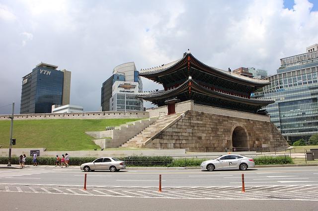 2014年に復元記念式典が行われ復活した「崇礼門」