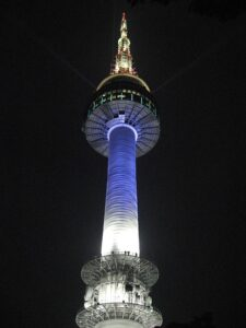 夜の南山ソウルタワー